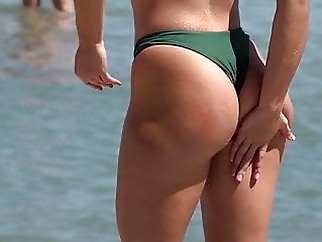 Gorgeous massaging Lotion on Ass xxxbucker beach